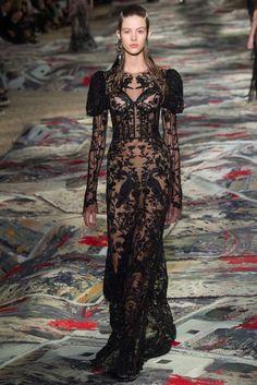 Alexander McQueen Spring/Summer 2017 Ready-To-Wear Collection | British Vogue