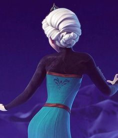 Frozen Queen Elsa of Arendelle LOOK AT THE DETAIL IN HER HAIR OMG IS PERFECT sorry for the caps/imaginary screaming.