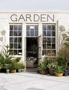 Flowers Design Shop Interiors Store Fronts 57 Ideas For 2019 Garden Shop, Home And Garden, Le Hangar, Flower Shop Design, Hot House, Shop Fronts, Shop Interiors, Design Interiors, Interior Design