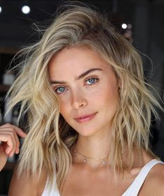 Medium, Beachy Waves with Ombre Highlights - 40 On-Trend Balayage Short Hair Looks - The Trending Hairstyle Honey Blonde Hair Color, Honey Hair, Ombre Hair Color, Cool Hair Color, Blonde Ombre Short Hair, Blonde Hair Blue Eyes, Hairstyle Curly, Messy Hairstyles, Messy Short Hair