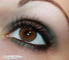 brown green eye make up using Couleur Caramel – Tea Tac Time Smokey Eyes Palette http://www.talasia.de/2013/02/04/couleur-caramel-tea-tac-time-smokey-eyes-palette/