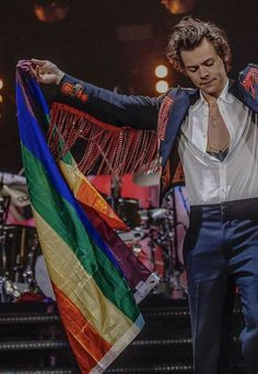 That's my babe Louis Tomlinson, Niall Horan, Zayn Malik, Liam Payne, Photo Deco, Lgbt Flag, Harry 1d, Harry Styles Wallpaper, Harry Styles Pictures