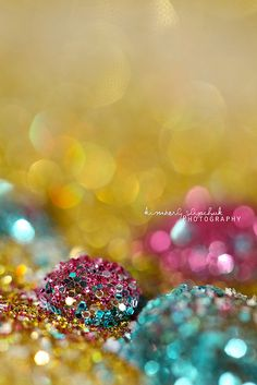 Gold, hot pink, and aqua glitter on a droplet