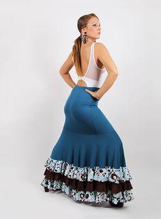 e02a3a10ab Falda flamenca de 8 nesgas entallada a medio muslo. Esta falda de baile va  entallada