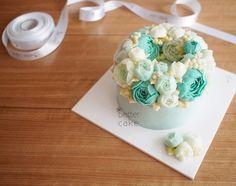 Done by student of Better class (베러 정규클래스/Regular class) www.better-cakes.com Inquiry : bettercakes@naver.com #buttercream#cake#베이킹#baking#bettercake#like#버터크림케익#베러케이크#koreanbuttercream#flower#꽃#sweet#플라워케이크#foodporn#birthday#wedding#디저트#bettercake#dessert#버터크림플라워케익#follow#food#koreancake#beautiful#flowerstagram#instacake#공방#꽃스타그램#베이킹클래스#instafood