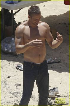: Photo Paul Walker shows off his buff shirtless body while preparing to do a photo shoot for Cool Water by Davidoff on the beach on Thursday (September in Oahu, Hawaii. Paul Walker Body, Rip Paul Walker, Paul Walker Shirtless, Shirtless Men, Most Beautiful Man, Gorgeous Men, Abs Pictures, Men Abs, Scott Eastwood