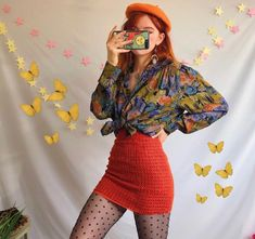 Love🧡💙 Gorgous vintage long sleeved button up unique abstract art shirt ✨ with the prettiest autumnal painted pattern in the most gorgeous oil spill orange. Mode Outfits, Retro Outfits, Grunge Outfits, Vintage Outfits, Vintage Clothing Styles, Unique Clothing, Unique Outfits, Chic Outfits, 80s Fashion