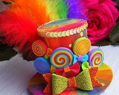 Mini Top Hat Headband Rainbow Mini Top Hat Mad Hatter Hat Tea Party Hat Alice in Wonderland Hat Fascinator Rainbow Mini Hat - Top Trends Crazy Hat Day, Crazy Hats, Mad Hatter Hats, Mad Hatter Tea, Mad Hatters, Sombreros Fascinator, Karneval Diy, Candy Costumes, Halloween Costumes