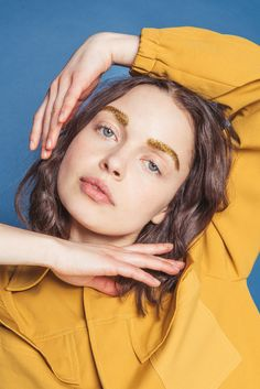 Interesting editorial images and designs for The Indie Practice Poses Modelo, Regard Intense, Image Mode, Portrait Photography, Fashion Photography, Poses References, Fashion Poses, Portrait Inspiration, Mellow Yellow