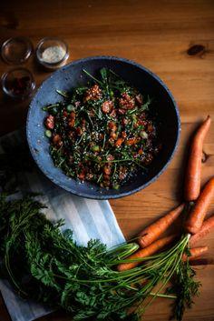 Salat z cervene cocky, mrkve, jarni cibulka, rukola, sojova omacka