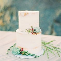 #rePLANOLY #regram @amourdesucre.az Friendor Friday - we love love love to recommend fabulous vendors to our clients! Introducing Amour De Sucre! Ashley is a baker extraordinaire and can create just about any design you can imagine! Plus she also creates melt in our mouth French macaroons (they are truly to die for)! Looking for a baker for your wedding cake put this little shop on your list to look into. __________________________________________________ . #sweetido #arizonaweddingplanner…