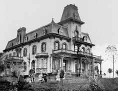 Second Empire Victorian Old Buildings, Abandoned Buildings, Abandoned Places, Old Mansions, Abandoned Mansions, Victorian Photos, Victorian Houses, Creepy Houses, Modern Mansion