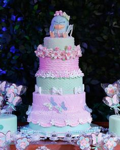 """""""Nossa, olha a delicadeza desse bolo no tema Galinha Pintadinha para meninas! Ficou meigo, criativo e super delicado! Regram @cozinhadamaria Repost…"""" Princess Birthday, Girl Birthday, Birthday Parties, Bolo Floral, Cool Cake Designs, Event Themes, Color Rosa, Love Cake, Candy Colors"""