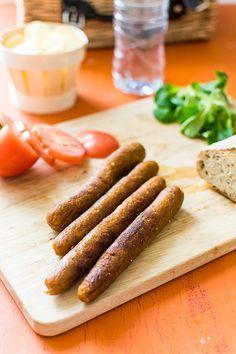 "Recipe of Vegetable Merguez (vegan) recipe from the book ""Ma petite boucherie Vegan"" Raw Food Recipes, Vegetable Recipes, Meat Recipes, Healthy Recipes, Fat Free Vegan, Vegan Gluten Free, Vegetarian Day, Vegetarian Recipes, Charcuterie Vegan"