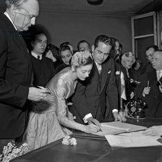 С панамским послом в Великобритании Роберто(Тито) Ариасом в день их бракосочетания Париж. Посольство Панамы 7 февраля 1955