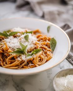 Linssibolognese on nopea arkiruoka Veggie Recipes, Vegetarian Recipes, Cooking Recipes, Food Porn, Pasta, Vegan Meal Prep, Lunches And Dinners, Dinner Tonight, Easy Meals