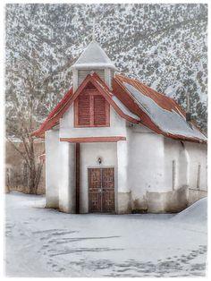 Church in winter snow, Pilar, New Mexico NM Taos New Mexico, New Mexico Homes, New Mexico Usa, Old Churches, Catholic Churches, New Mexico History, Santa Fe Style, Mexico Style, Southwestern Art