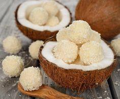 Facile fresca ed appetitosa, come piacciono a me! PRALINE COCCO E YOGURT: - 100 g di farina di cocco per le sfere ed altri 50 g circa per ricoprire le sfer