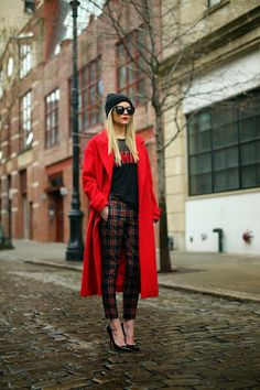 Atlantic-Pacific: Red oversized trench coat, black beanie, black heels, plaid/tartan pants and that red lipstick! Look Street Style, Street Chic, Passion For Fashion, Love Fashion, Womens Fashion, Looks Style, Style Me, Mode Outfits, Fashion Outfits