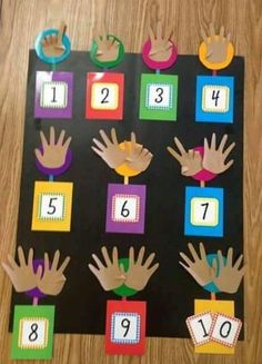 This DIY learning board makes learning numbers easy. - This DIY learning board makes learning numbers easy. Preschool Learning Activities, Kindergarten Math, Toddler Activities, Preschool Activities, Kids Learning, Numbers Preschool, Learning Numbers, Math Numbers, Kids Crafts
