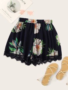 To find out about the Plus Contrast Lace Floral Print Shorts at SHEIN, part of our latest Plus Size Shorts ready to shop online today! Grunge Style, Soft Grunge, Tokyo Street Fashion, Le Happy, Plus Size Shorts, Plus Size Outfits, Doc Martens, Grunge Outfits, Lace Hem Shorts