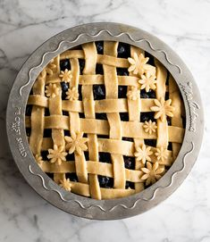 This is the best homemade Blueberry Pie Recipe you'll ever make! It's made from scratch with a fresh blueberry pie filling and NO cornstarch, and includes step-by-step instructions and photos! Best Blueberry Pie Recipe, Fresh Blueberry Pie, Homemade Blueberry Pie, Pie Crust From Scratch, Easy Pie Crust, Homemade Pie Crusts, Best Pie Crust Recipe Ever, All Butter Pie Crust, Y Food