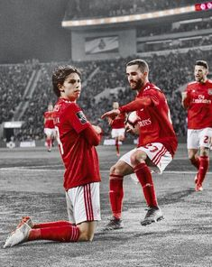 Soccer Stars, Football Soccer, Football Players, Benfica Wallpaper, Antoine Griezmann, Ronaldo, Christmas Sweaters, Drugs, Portugal
