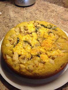 Pastel de elote con queso, chile poblano y cebolla