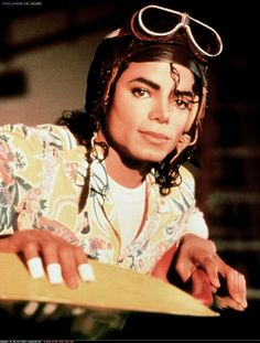 Michael Jackson in set of Leave Me Alone, the short film, recorded in 1987 released in Michael Jackson Bad, Mike Jackson, Jackson Music, Jackson Family, Paris Jackson, Invincible Michael Jackson, Mj Bad, Sheila, Idole