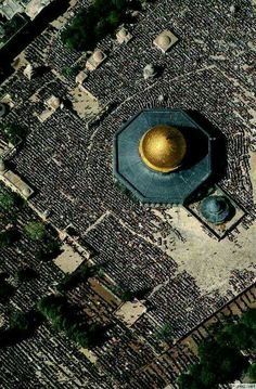 """AL-AQSHA mosque (""""the Farthest Mosque"""") and Bayt al-Muqaddas, is the holiest site in Islam (after Makkah and Madina). Let all people around you know that the al-Aqsa mosque and AS-SAKHRA mosque (""""The Dome of The Rock""""). The Old City of Jerusalem. Terra Santa, Palestine History, Dome Of The Rock, Mekka, Beautiful Mosques, Israel Travel, Islamic Architecture, Place Of Worship, Kirchen"""