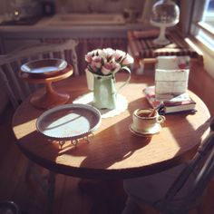 Afternoon sun in my mini kitchen. Dollhouse miniatures by Kim Saulter. 1:12 scale #dollhouseminiatures