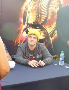 Josh Hutcherson arrives at Catching Fire Fan Camp in Los Angeles. We were there! http://www.panempropaganda.com/movie-countdown/2013/11/17/catching-fire-fan-camp-day-2.html
