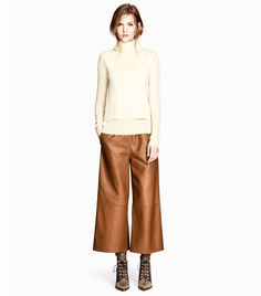 How You Wear Wide-Leg Trousers // Wide-Leg Leather Pants at H&M #shopping