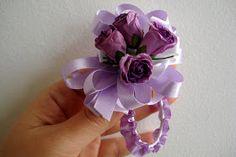 Little Treasures: Wrist corsage tutorial