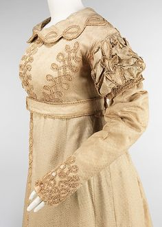 Redingote:This is the women's outerwear garment of the Empire Period. Very beautiful and detailed embordery. 1800s Fashion, 19th Century Fashion, Vintage Fashion, Antique Clothing, Historical Clothing, Jane Austen, Vintage Gowns, Vintage Outfits, Regency Dress
