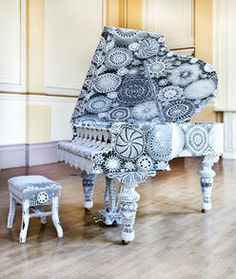 Extreme Knitting and Crochet Art - decorated piano Yarn Bombing, Knit Art, Crochet Art, Crochet Patterns, Funny Crochet, Crochet Designs, Knitting Patterns, Sculpture Textile, Textile Art