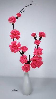 Cool Paper Crafts, Paper Flowers Craft, Paper Crafts Origami, Creative Crafts, Diy Flowers, Diy Crafts For Home Decor, Diy Crafts Hacks, Diy Arts And Crafts, Flower Making Crafts