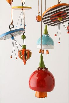 Afbeeldingsresultaat voor Contemporary ceramic mobiles made from a slab of clay Ceramic Clay, Ceramic Pottery, Dreamcatchers, Mobiles, Cerámica Ideas, Deco Originale, Kinetic Art, Hanging Mobile, Ceramics Projects