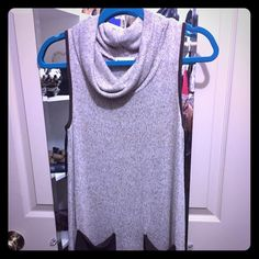 Sleeveless turtle neck sweater So comfortable and detailed. Monteau Sweaters Cowl & Turtlenecks
