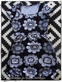 Ompelua ja itsetehtyjä vaatteita käsittelevä blogi.