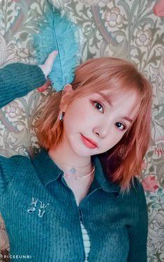 """""""ain't she the cutest? K Pop, G Friend, South Korean Girls, Kawaii Anime, Kpop Girls, Girl Crushes, Make Me Smile, Girl Group, Asian Girl"""