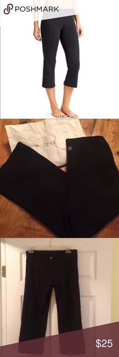 💖Athleta Black Capri Athleta Black Capri / Size Medium/ Great Used Condition/ No visible signs of wear/ Slight flare below knee gives you a flattering fit. Refresh your workout wardrobe with Athleta💖 Athleta Pants Capris