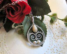White romance necklace
