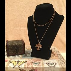 Jewelry - **SALE** Rose Gold necklace