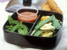 Fenchelsalat mit Zuckerschoten und Orangen und Tomatendressing mit Senf ist ein Rezept mit frischen Zutaten aus der Kategorie Dressing. Probieren Sie dieses und weitere Rezepte von EAT SMARTER!