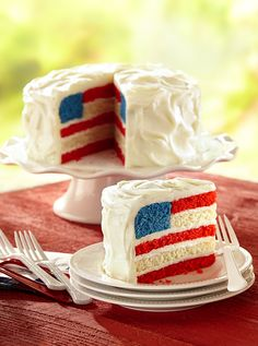 Layers of red, white and blue give this classic white cake recipe a Fourth of July makeover. Can be made healthier by using gluten free or keto friendly flour, low carb sugars, natural food coloring and cream cheese frosting with a low carb sugar. White Cakes, Blue Cakes, Desserts Fourth Of July, American Flag Cake, White Chocolate Frosting, Cake Land, Surprise Cake, Natural Food Coloring, Vegetarian Cake