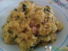 Risotto salsiccia e spinaci Bimby, un buon primo piatto facile e gustoso. Ingredienti: 400 gr di riso per risotti, 3 salsiccie private della pelle, 3 cubetti di