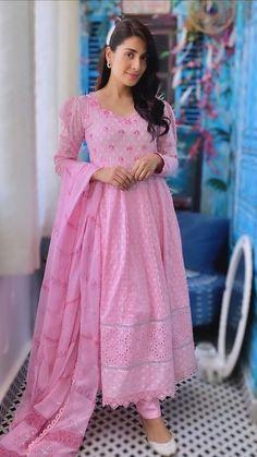 Beautiful Dress Designs, Stylish Dress Designs, Stylish Dresses, Beautiful Dresses, Casual Dresses, New Dress Design Indian, Short Frocks, Pakistani Actress, Pakistani Dramas