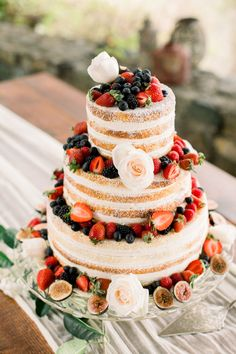 wedding cakes spring Spring wedding cake with fruit toppers, rustic wedding ideas, semi-naked wedding cake. Fruit Wedding Cake, Summer Wedding Cakes, Wedding Cake Flavors, Wedding Cake Rustic, Wedding Cakes With Cupcakes, Rustic Cake, Wedding Country, Lace Wedding, Summer Weddings