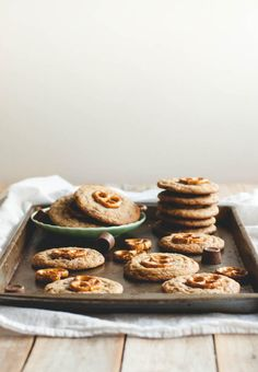 rolo pretzel chocolate chip cookies//